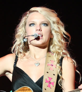 Taylor Swift performing live in 2007