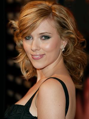 scarlett johansson iphone pic. Scarlett Johansson sells her