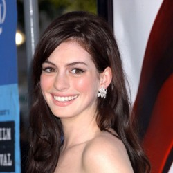 Anne Hathaway to be Oscar Co-host