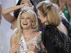 Teresa Scanlan being crowned as Miss America 2011