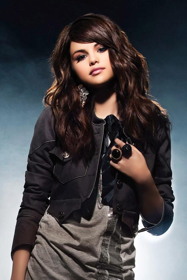 Selena Gomez Facebook account hacked