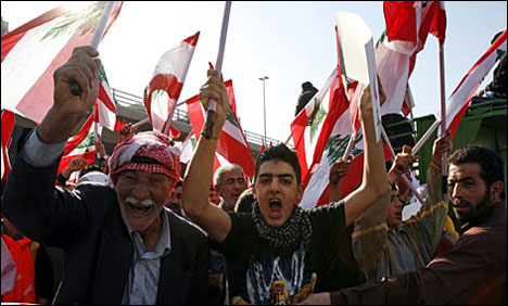 Fed-up Lebanese protest against protests