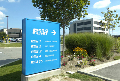 RIM to cut 5,000 jobs, delay new phones