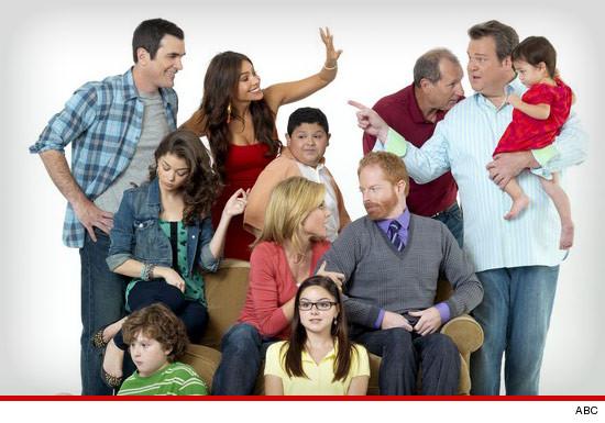 'Modern Family' Cast Drops Lawsuit ... We're Back In!