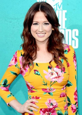 Ellie Kemper of The Office Weds!