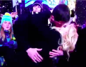 Jenny McCarthy kiss new year eve 2013