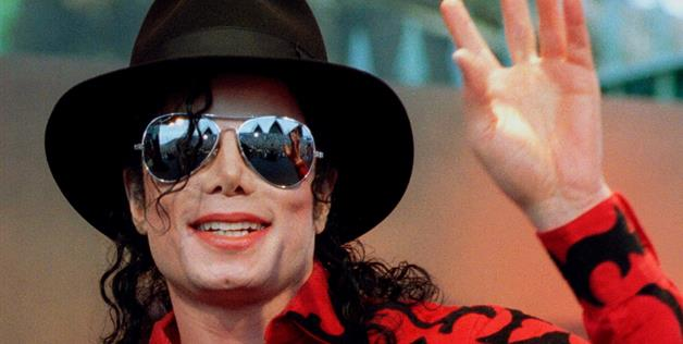 Jury sees photo of Michael Jackson's tatted-up body
