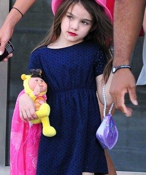 Suri Cruise breaks her arm but 'is okay,' says Katie Holmes' rep