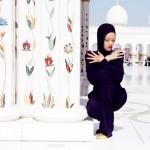 Rihanna-Mosque-Photo4