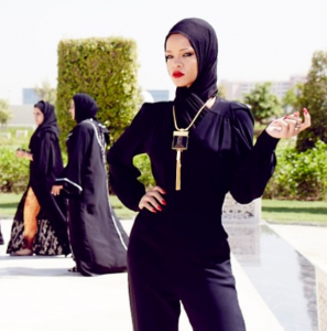 Rihanna Wears Hijab, Strikes Sultry Poses in Front of Mosque in Abu Dhabi (PHOTOS)