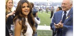 Selena Gomez Performs During Halftime at Dallas Cowboys Game!
