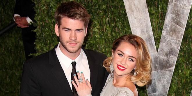 Liam Hemsworth Begging Miley Cyrus to Reunite??