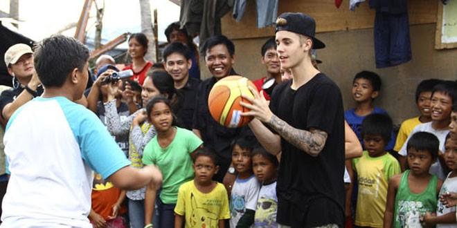 Justin Bieber Visits Typhoon Haiyan Victims
